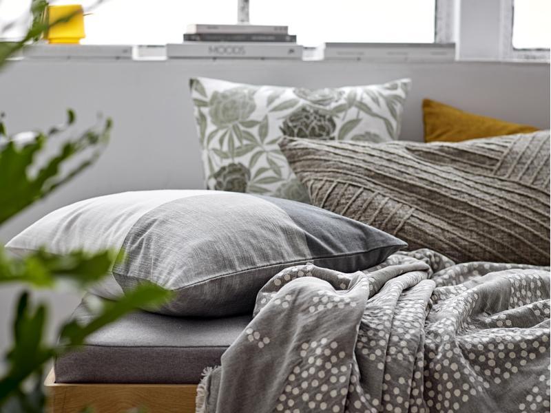 cushion khaki